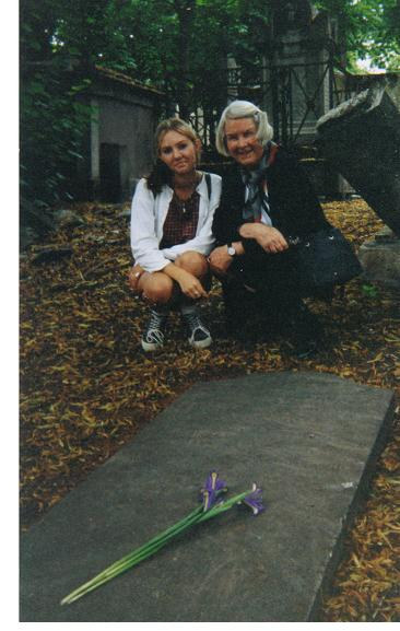 Mary Camper-Titsingh with granddaughter at Isaac Titsingh's grave in Paris